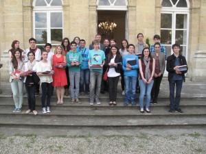 Les lauréats devant l'Hôtel de Poissac en compagnie de M. Le Recteur et de M. Massé, IA/IPR de LCA